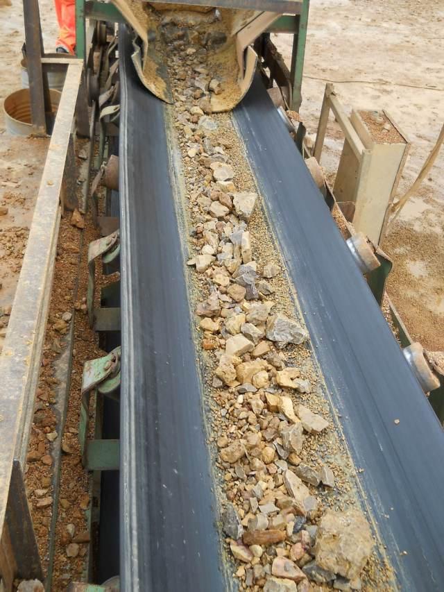 Руда на конвейере транспортер инспекционный ленточный